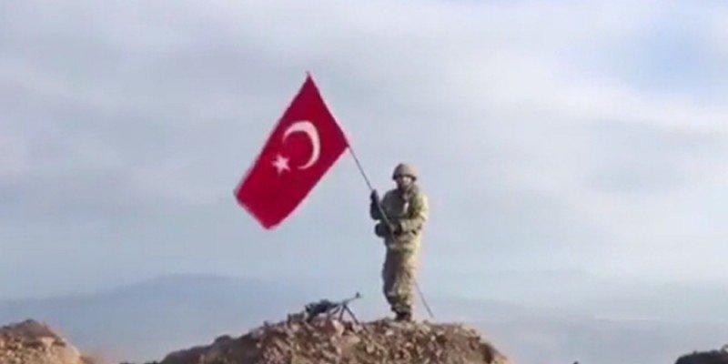 """شاهد.. رفع الآذان من على قمة في عفرين تمت السيطرة عليها من قبل قوات """"غصن الزيتون"""" 1"""