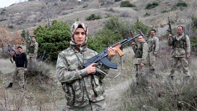 سيدة تركيّة لم يمنعها الحجاب من محاربة تنظيمات بي كا كا الإرهابيّة 1