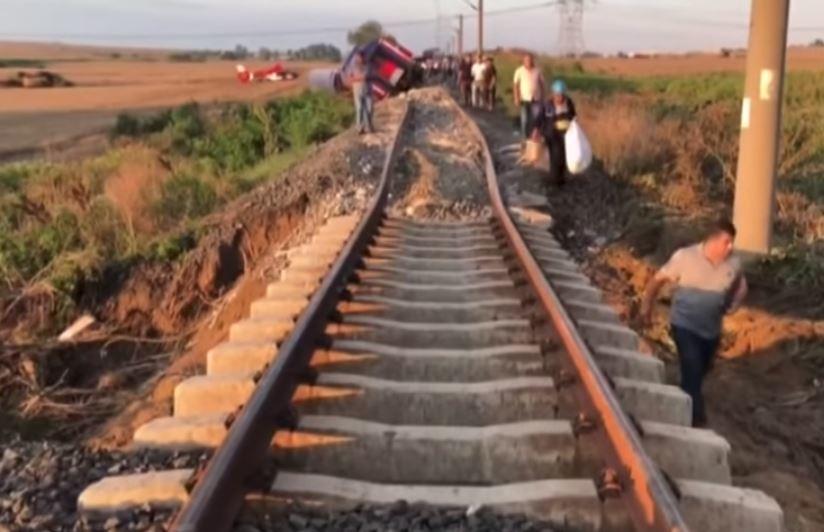 مشاهد لعمليات إنقاذ ركاب القطار المنكوب في تركيا 1