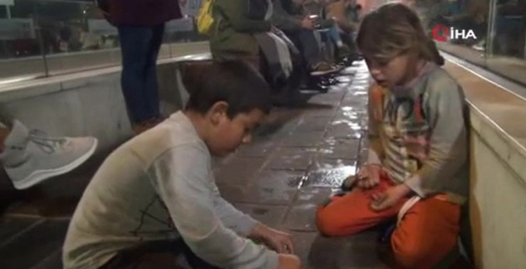 إسطنبول: إنتشار مقطع فيديو لطفلين سوريين يثير جدلاً واسعاً .. والشرطة تتدخل 1
