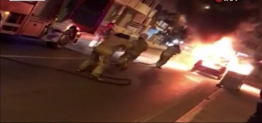 احتراق سيارة وسط الشارع في اسطنبول 1
