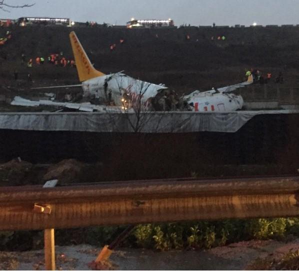 عاجل اسطنبول .. سقوط و تحطم طائرة إلى ثلاث أجزاء 1