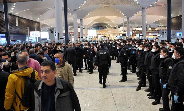 """جزائريون عالقون في مطار إسطنبول بسبب """"فيروس كورونا"""" 3"""