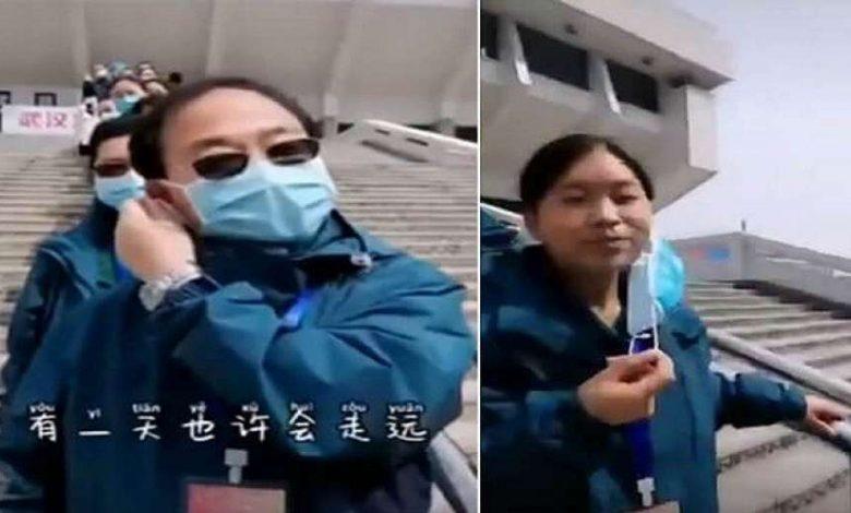 """أطباء صينيون يخلعون كماماتهم بعد الانتصار على """"كورونا"""" 1"""