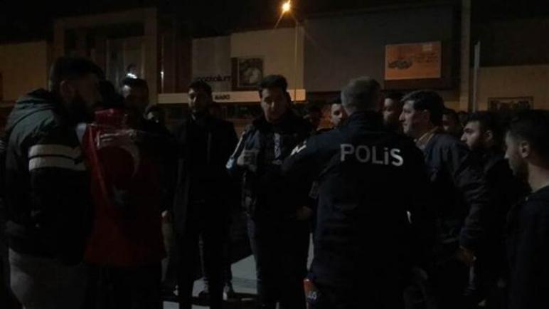 بالفيديو: الشرطة التركية تتدخل وتلغي حفلاً في بورصة 1