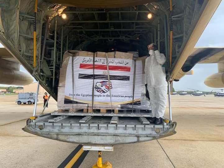 بالفيديو.. وصول المساعدات المصرية إلى الولايات المتحدة 1