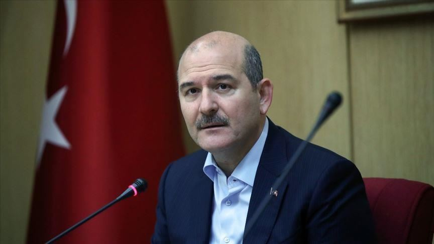 صورة وزير الداخلية التركي يقدم على هذه الخطوة بعد مقتل الشب السوري في أضنة