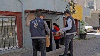 صورة حتى باب المنزل.. شرطة إسطنبول توفر الغذاء خلال حظر التجوال