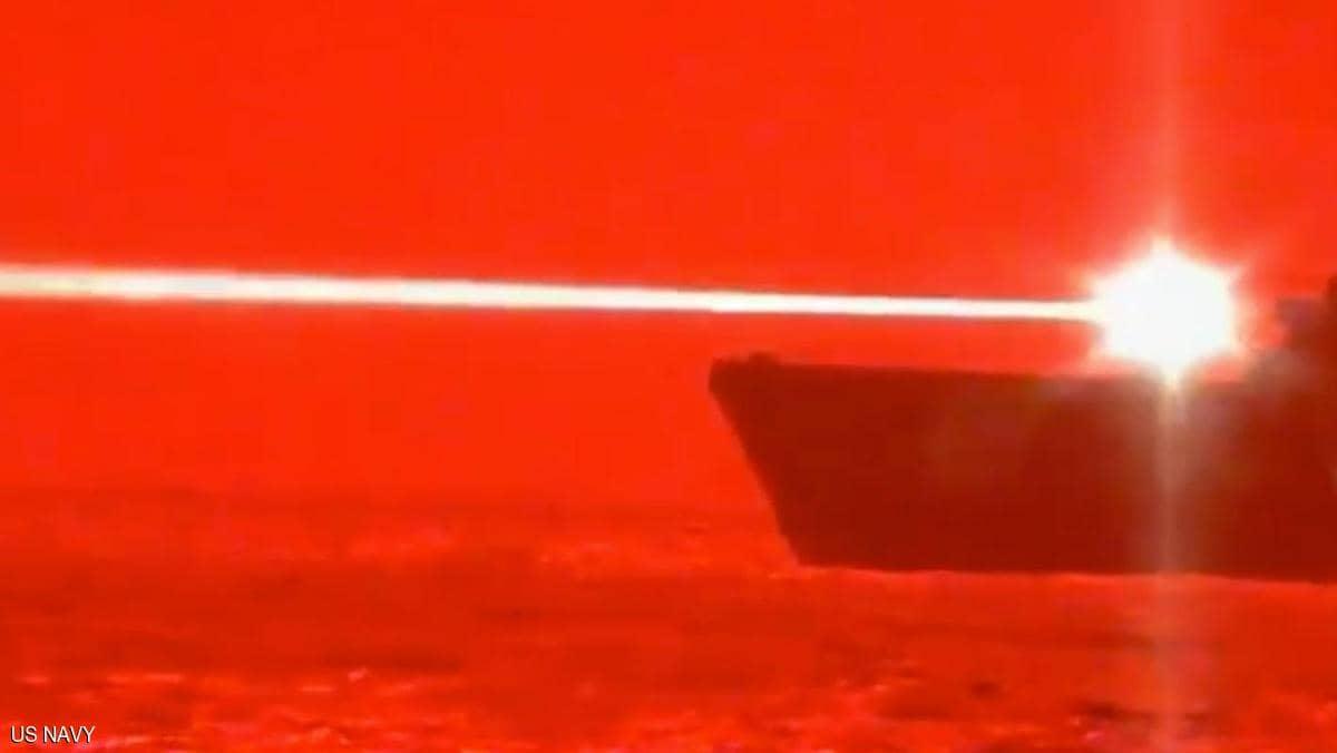"""بالفيديو: سفينة حربية أميركية تدمر """"طائرة مسيرة"""" بشعاع الليزر 1"""