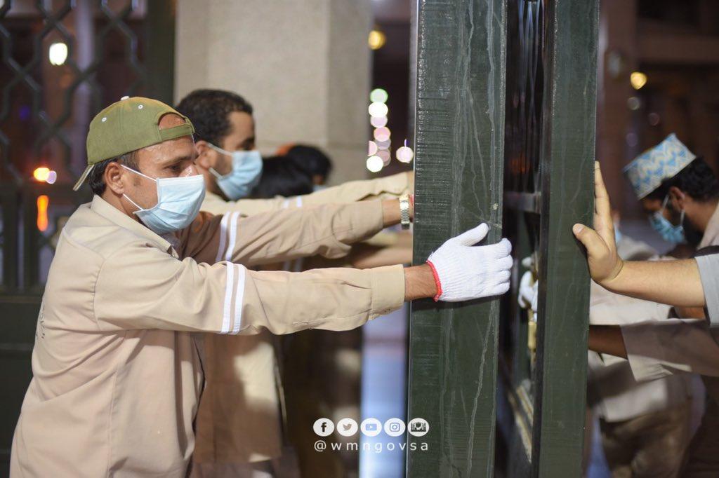 شاهد السعودية تفتح أبواب المسجد النبوي بعد إغلاق دام 74 يوم (صور و فيديو )