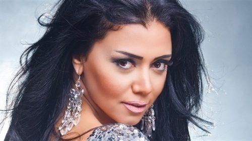 """رانيا يوسف تشعل السوشيال ميديا بالـ""""كاش مايوه"""""""