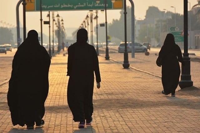 قبل دخول الحظر حيز التنفيذ .. كويتي يفعلها مع النساء اللاتي يمارسن رياضة المشي والأمن يصطاده! 1