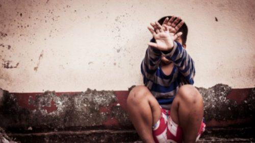 سعودية تستغل طفلاً لتُشبع رغباتها الجنسية وتثير موجة غضب واسعة!