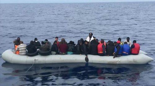 فرق خفر السواحل تنقذ 36 طالب لجوء أجبرتهم اليونان على العودة إلى المياه التركية