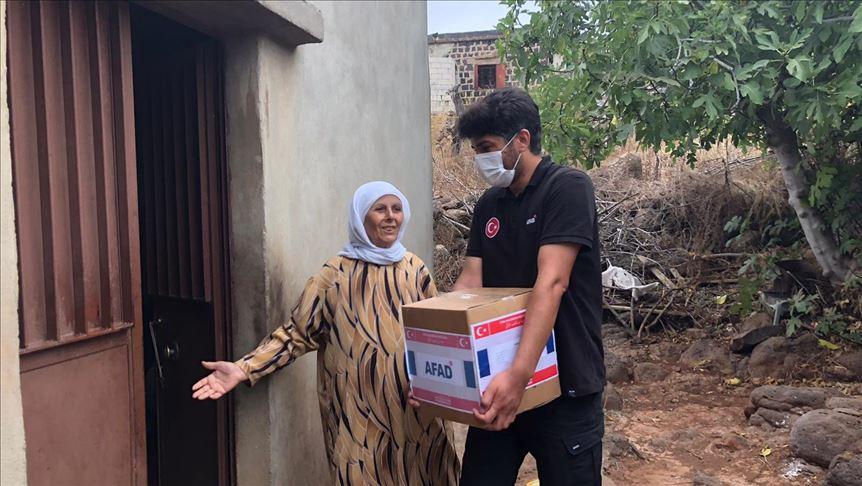 """""""آفاد"""" التركية تقدم مساعدات غذائية لـ200 عائلة لبنانية 1"""