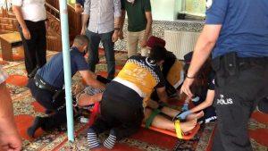 Photo of فتاة دخلت إلى المسجد في ولاية بورصة وهذا ما فعلته مما استدعى الشرطة لاخراجها بالقوة