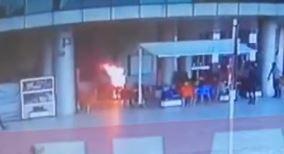 شاب تركي يقوم بإشعال النار في جسده بالشارع في ولاية سامسون كيف كانت كلماته الأخيرة 12