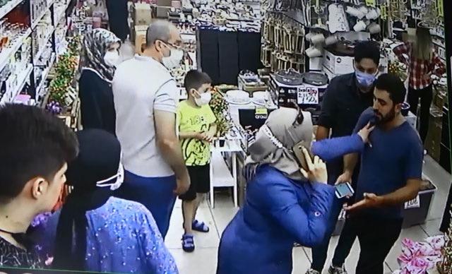 """صورة بالفيديو:سيدة سورية تتعرض لمحاولة سطو """"جريئة"""" من قبل لصين تركيين داخل متجر بمدينة إسطنبول"""