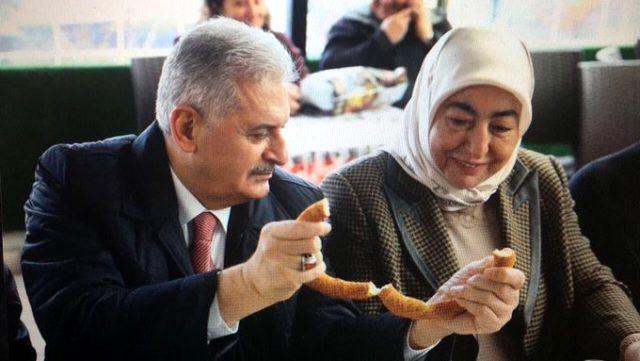 صورة رئيس الوزراء التركي السابق يتعافى وزوجته من الإصابة بفيروس كورونا