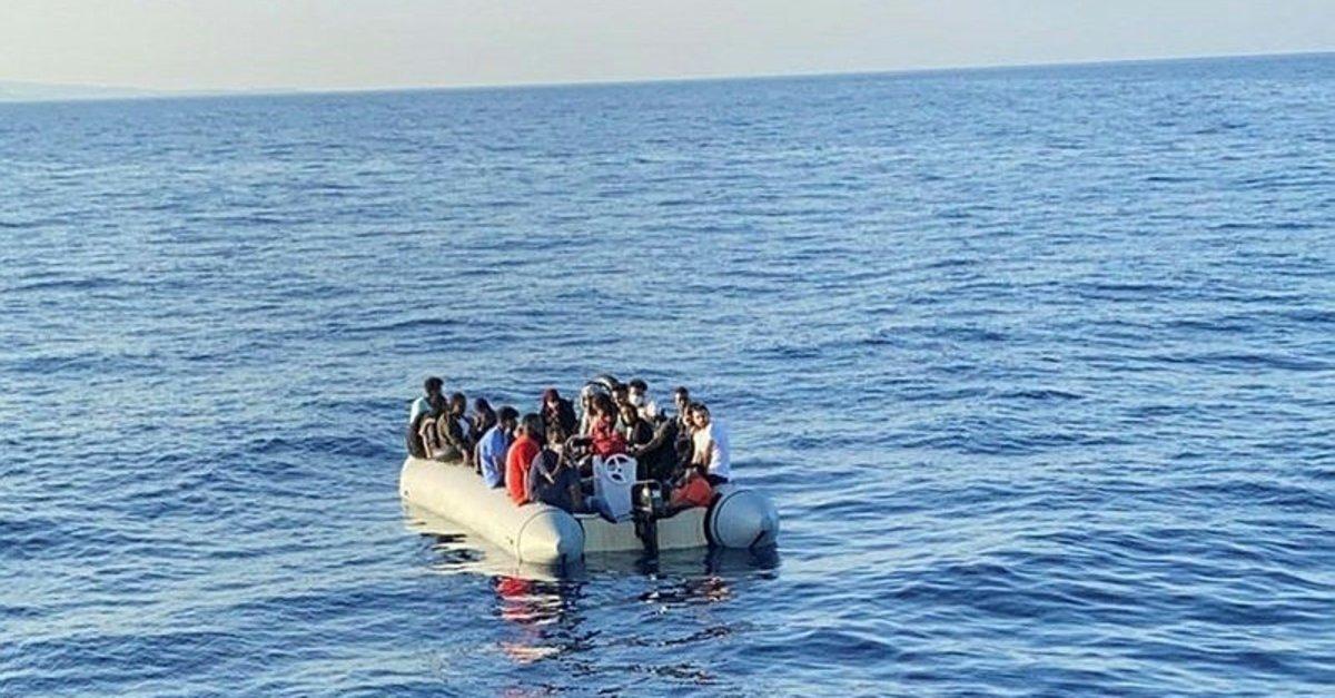 الشرطة اليونانية تدفع قارب مهاجريين إلى الموت (صور) 10