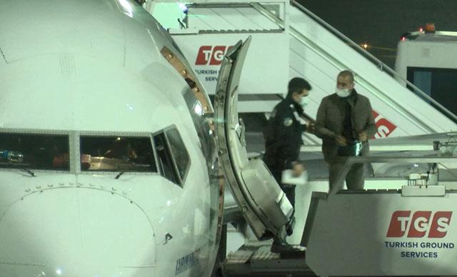 الشرطة تفاجئ شخص يدخن على متن الطائرة (فيديو) 1