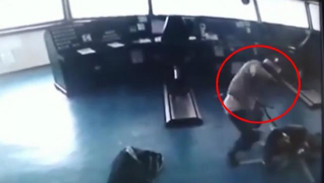 شاهد فيديو يوثق لحظة الهجوم على السفينة التركية في نيجيريا 15