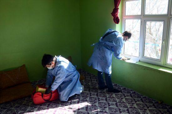 الصعوبات التي تواجهها الفرق الطبية لأداء واجبها و إكمال عملية التطعيم (صور) 4