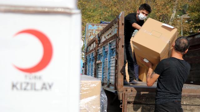 الهلال الأحمر التركي يقدم المساعدة لـ 100 أسرة 14