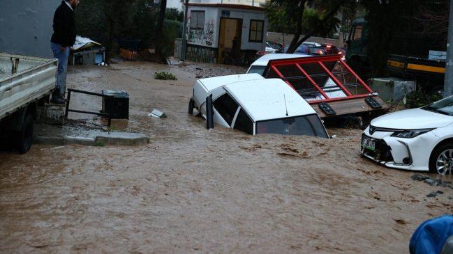 كارثة الفياضانات في ولاية إزمير تتسبب في وفاة شخصين و أضرار أخرى عديدة (صور) 9