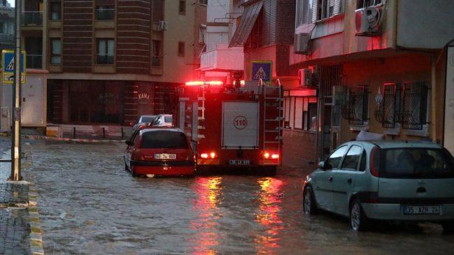 كارثة الفياضانات في ولاية إزمير تتسبب في وفاة شخصين و أضرار أخرى عديدة (صور) 5