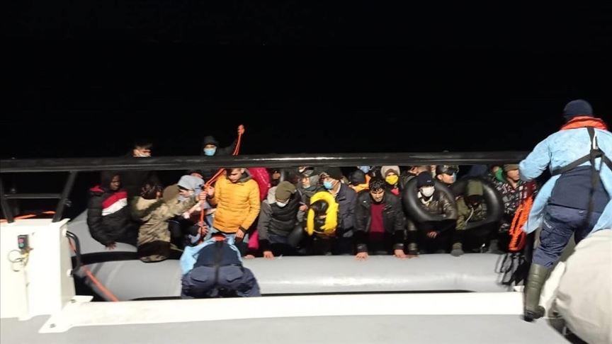 السلطات اليونانية ترغم 150 طالب لجوء على العودة 2