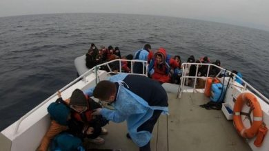 44 لاجئاً تدفعهم اليونان للمياه التركية و تفجر قواربهم 6