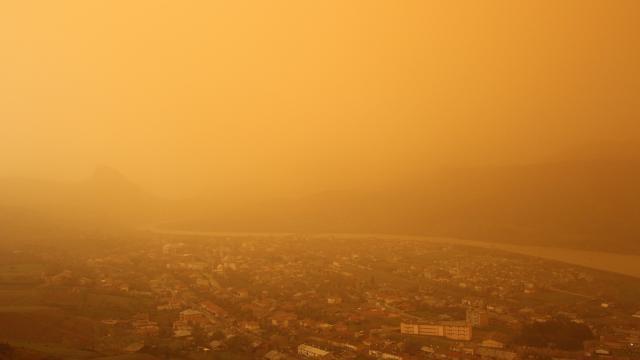 تحذير من هطول الأمطار على شكل طين و انتقال الغبار إلى ولايتين 1