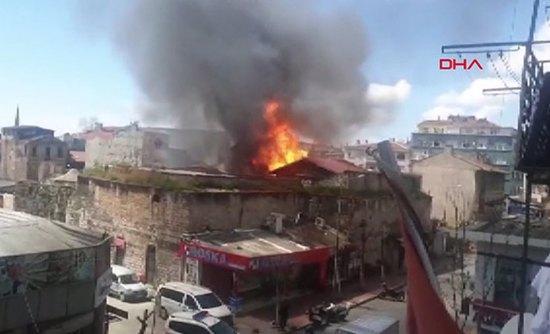 حريق ضخم في مستودع كيماويات في اسطنبول 1