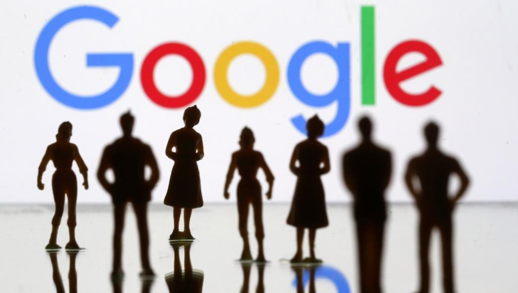 """""""انتبه لخطوتك"""".. ميزة تنبيه جديدة من غوغل تحذرك من استخدام الهاتف الذكي أثناء المشي 1"""