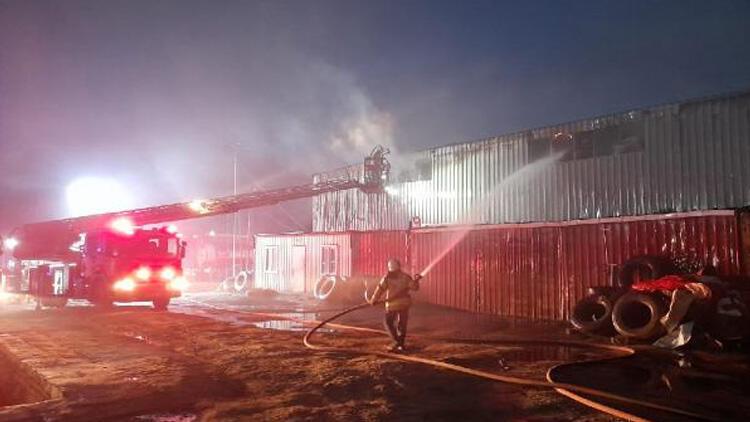 عاجل:حريق في مصنع للمواد العازلة في ارناؤوط كوي بولاية اسطنبول 1